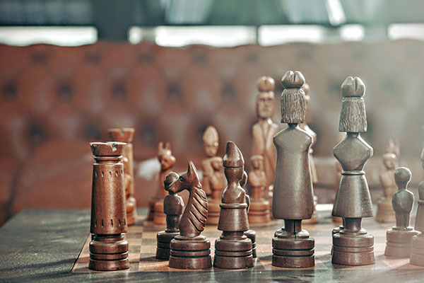 A wooden chess board with a leather couch in the background | Using strategy to hire talent in Lehigh Valley, Delaware Valley, Eastern PA